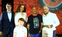 Roman Vdovychenko, Alona Ostapenko and Aleksandrs and Jevgenijs Sotikovs with the best enthusiast of the tournament Ofer Fadida (Israel)